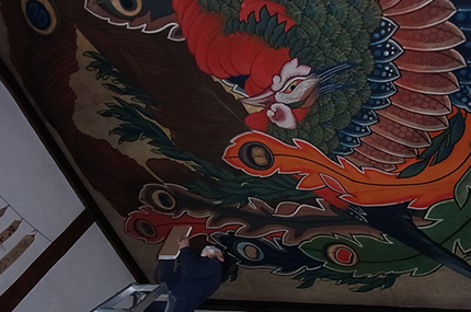 Ganshoin Temple in Obuse, Nagano Inspecting the ceiling painting of Happo Nirami Ho-oh Zu, a phoenix by famed ukiyo-e artist Hokusai